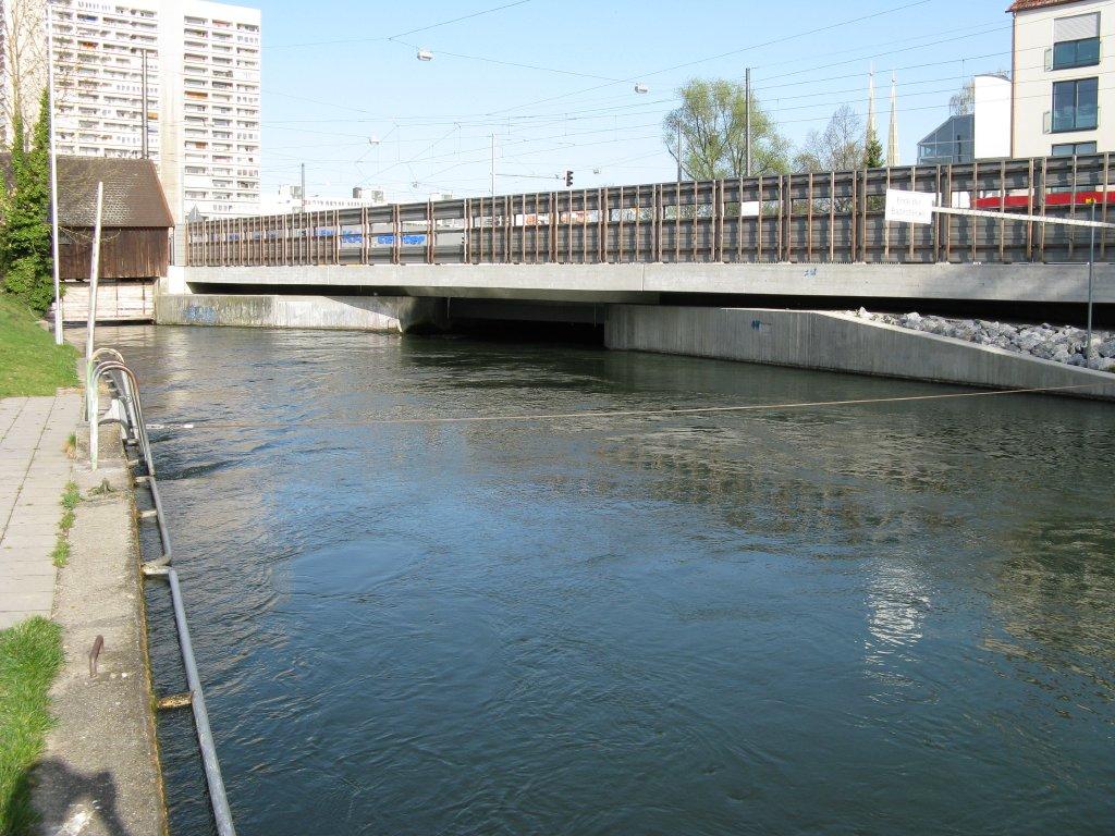 Stahlseil am Ende Badestrecke vom Hauptstadtbach links die Pulvermühlschleuse am Kaufbach und rechts die Abzweigung in den Herrenbach (rechts)