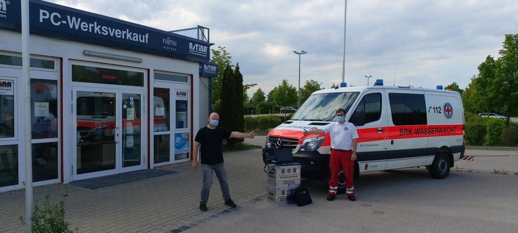 Stephan Jedamus Inhaber der Firma AsTiNA und Michael Messtorffbei der Spendenübergabe